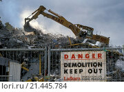 Купить «Demolition of Queen Elizabeth Square flats, Gorbals, Glasgow. Built in 1965 demolished in 1993. Scotland», фото № 21445784, снято 23 января 2020 г. (c) age Fotostock / Фотобанк Лори