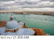 Вид на Венецию с колокольни церкви Сан Джорджо Маджоре (2015 год). Стоковое фото, фотограф Борис Горбатенко / Фотобанк Лори