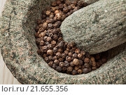 Купить «Traditional mortar and pestle with dried black pepper close up.», фото № 21655356, снято 17 декабря 2015 г. (c) easy Fotostock / Фотобанк Лори