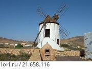 Купить «windmill on fuerteventura in spain», фото № 21658116, снято 21 марта 2019 г. (c) PantherMedia / Фотобанк Лори