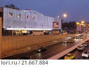 Москва, автомобильная пробка, улица Большая Садовая и театр Сатиры (2016 год). Редакционное фото, фотограф Дмитрий Неумоин / Фотобанк Лори