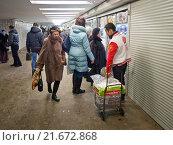 Купить «Киоски в подземном переходе метро, Москва», фото № 21672868, снято 18 января 2016 г. (c) Ольга К. / Фотобанк Лори