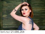 Портрет красивой сексуальной женщины с татуировками (2015 год). Редакционное фото, фотограф Эльвира Гумирова / Фотобанк Лори