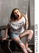 Красивая неформальная женщина с татуировками (2015 год). Редакционное фото, фотограф Эльвира Гумирова / Фотобанк Лори