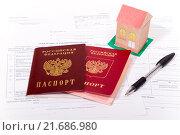 Купить «Паспорта граждан Российской Федерации на заявлениях о заключении брака с бумажным домиком  и ручкой», эксклюзивное фото № 21686980, снято 1 февраля 2016 г. (c) Emelinna / Фотобанк Лори