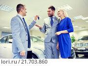 Купить «happy couple with car dealer in auto show or salon», фото № 21703860, снято 22 января 2015 г. (c) Syda Productions / Фотобанк Лори