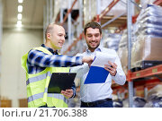 Купить «worker and businessmen with clipboard at warehouse», фото № 21706388, снято 9 декабря 2015 г. (c) Syda Productions / Фотобанк Лори
