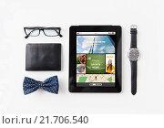 Купить «tablet pc with web applications and personal stuff», фото № 21706540, снято 30 июля 2015 г. (c) Syda Productions / Фотобанк Лори