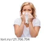 Купить «unhappy woman with paper napkin blowing nose», фото № 21706704, снято 27 ноября 2015 г. (c) Syda Productions / Фотобанк Лори