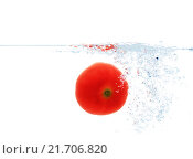 Купить «tomato falling or dipping in water with splash», фото № 21706820, снято 15 декабря 2015 г. (c) Syda Productions / Фотобанк Лори