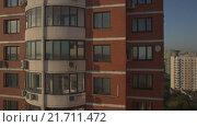 Купить «Заявочный план многоэтажки с выходом на панораму Москвы», видеоролик № 21711472, снято 10 июля 2020 г. (c) kinocopter / Фотобанк Лори