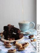 Брауни к чаю. Стоковое фото, фотограф Юлия Рассохина / Фотобанк Лори