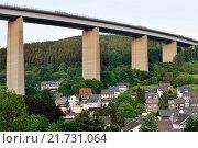 Купить «Siegen, Germany, and the Siegtalbruecke Einfamlienhaeuser the A45», фото № 21731064, снято 27 мая 2015 г. (c) Caro Photoagency / Фотобанк Лори