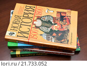 Купить «Разные школьные учебники лежат стопой на парте», эксклюзивное фото № 21733052, снято 7 февраля 2016 г. (c) Игорь Низов / Фотобанк Лори