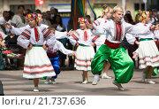 Купить «Traditional dance at the Day of Ukrainian culture in Barcelona», фото № 21737636, снято 6 сентября 2015 г. (c) Яков Филимонов / Фотобанк Лори