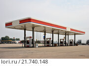 An empty petrol station near McLean, United States of America (2007 год). Редакционное фото, агентство Caro Photoagency / Фотобанк Лори