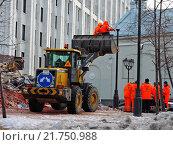 Купить «Масштабный снос незаконных торговых точек. Москва, 09.02.2016», эксклюзивное фото № 21750988, снято 9 февраля 2016 г. (c) lana1501 / Фотобанк Лори