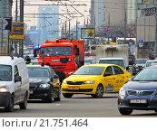 Купить «Плотное движение на Новом Арбате в Москве», эксклюзивное фото № 21751464, снято 9 февраля 2016 г. (c) lana1501 / Фотобанк Лори