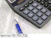 Купить «Кассовые чеки, ручка и калькулятор», эксклюзивное фото № 21751732, снято 9 февраля 2016 г. (c) Юрий Морозов / Фотобанк Лори