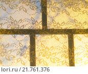 Купить «Оконный переплёт и штора с узорами в лучах солнца», фото № 21761376, снято 30 декабря 2015 г. (c) Андрей Саливон / Фотобанк Лори