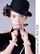 Купить «Портрет стильной девушки в черной шляпе и жемчужных бусах», фото № 21763724, снято 30 мая 2009 г. (c) Olesya Tseytlin / Фотобанк Лори