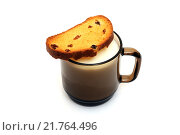 Купить «Сладкий сухарь с изюмом и чашка молока», фото № 21764496, снято 10 февраля 2016 г. (c) Дмитрий Крамар / Фотобанк Лори