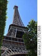 Купить «Эйфелева башня (la Tour Eiffel), вид с Марсова поля, Париж, Франция», фото № 21772868, снято 21 августа 2013 г. (c) Дарья Кравченко / Фотобанк Лори