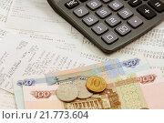 Купить «Кассовые чеки, деньги и калькулятор», эксклюзивное фото № 21773604, снято 9 февраля 2016 г. (c) Юрий Морозов / Фотобанк Лори