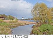 Купить «Слияние реки Мирожки с рекой Великой во Пскове», фото № 21775628, снято 4 мая 2014 г. (c) Валерий Ситников / Фотобанк Лори
