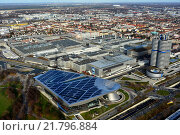 Muenchen, Germany, overlooking the BMW Welt, the BMW Tower, the BMW Museum and the BMW plant (2015 год). Редакционное фото, агентство Caro Photoagency / Фотобанк Лори