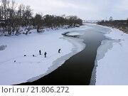 Рыбаки на тонком льду. Стоковое фото, фотограф andreyrostov / Фотобанк Лори