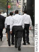 Купить «Brokers during lunch break, New York City, United States of America», фото № 21807616, снято 13 октября 2008 г. (c) Caro Photoagency / Фотобанк Лори