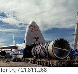 Купить «Погрузка оборудования для строительства электростанции в аэропорту Комо (Папуа-Новая-Гвинея), с использованием уникального погрузочного оборудования, на самый большой в мире российский грузовой самолет Руслан», фото № 21811268, снято 2 июля 2020 г. (c) oleg savichev / Фотобанк Лори