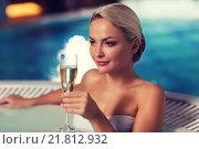 Купить «happy woman drinking champagne at swimming pool», фото № 21812932, снято 15 декабря 2014 г. (c) Syda Productions / Фотобанк Лори