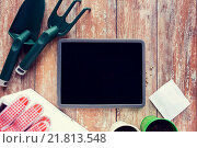 Купить «close up of tablet pc and garden tools on table», фото № 21813548, снято 3 марта 2015 г. (c) Syda Productions / Фотобанк Лори