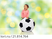 happy mulatto little baby girl playing with ball. Стоковое фото, фотограф Syda Productions / Фотобанк Лори