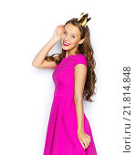 happy young woman or teen girl in princess crown. Стоковое фото, фотограф Syda Productions / Фотобанк Лори