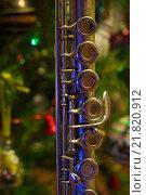 Купить «Старая флейта на фоне новогодней елки», фото № 21820912, снято 16 января 2016 г. (c) Дмитрий Черевко / Фотобанк Лори