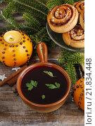 Купить «Christmas table: beetroot red borsch, swedish buns and pomander balls. Traditional christmas eve.», фото № 21834448, снято 27 июня 2019 г. (c) BE&W Photo / Фотобанк Лори