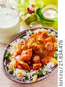 Купить «Chicken curry with basmati rice and green peas, dish popular in India.», фото № 21834476, снято 22 июля 2018 г. (c) BE&W Photo / Фотобанк Лори