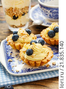 Купить «Cupcakes with vanilla cream and blueberries. Party dessert», фото № 21835140, снято 23 октября 2019 г. (c) BE&W Photo / Фотобанк Лори