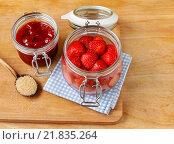 Купить «Strawberry preserves. Healthy fruitty dessert», фото № 21835264, снято 25 июня 2019 г. (c) BE&W Photo / Фотобанк Лори
