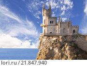 Купить «Swallow's Nest castle on the rock over the Black Sea early in the morning. Gaspra. Crimea, Russia», фото № 21847940, снято 5 августа 2015 г. (c) Наталья Волкова / Фотобанк Лори
