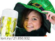 Купить «Pretty brunette celebrating Saint Patricks day», фото № 21850932, снято 20 февраля 2015 г. (c) Wavebreak Media / Фотобанк Лори
