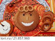 Блин в виде смешной рожицы. Стоковое фото, фотограф Irina Ugorova / Фотобанк Лори