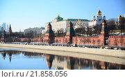 Купить «Вид на Кремль и реку, Москва», видеоролик № 21858056, снято 18 февраля 2016 г. (c) Володина Ольга / Фотобанк Лори