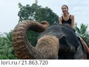 Купить «Женщина сидит на слоне», фото № 21863720, снято 14 декабря 2018 г. (c) Некрасов Андрей / Фотобанк Лори