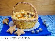 Купить «Праздничный пасхальный стол - корзина из дрожжевого теста с перепелиными яйцами и печенье в форме звездочек», фото № 21864316, снято 19 февраля 2016 г. (c) Natalya Sidorova / Фотобанк Лори