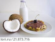 Купить «Cherry coconut pancakes», фото № 21873716, снято 17 октября 2018 г. (c) PantherMedia / Фотобанк Лори