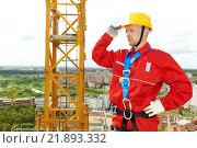 Купить «worker joiner at building site», фото № 21893332, снято 15 сентября 2011 г. (c) Дмитрий Калиновский / Фотобанк Лори